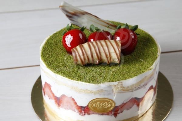 Çilek Muzlu Pasta